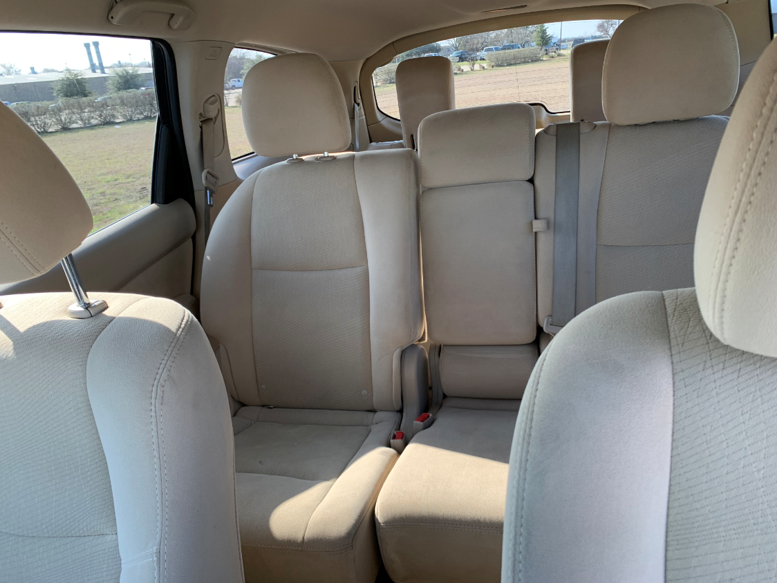2014 grey nissan pathfinder